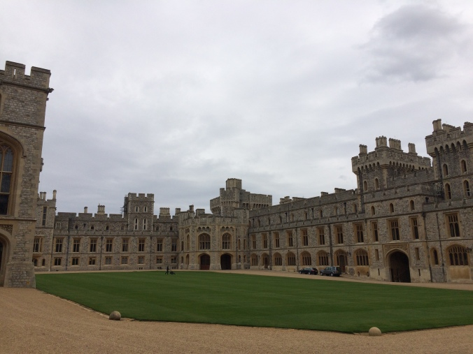 Blonde In Grey - An Afternoon at Windsor Castle (14)