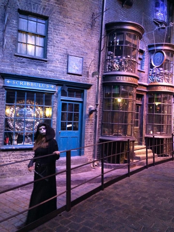 Hogwarts Hangouts - Blonde in Grey (25)