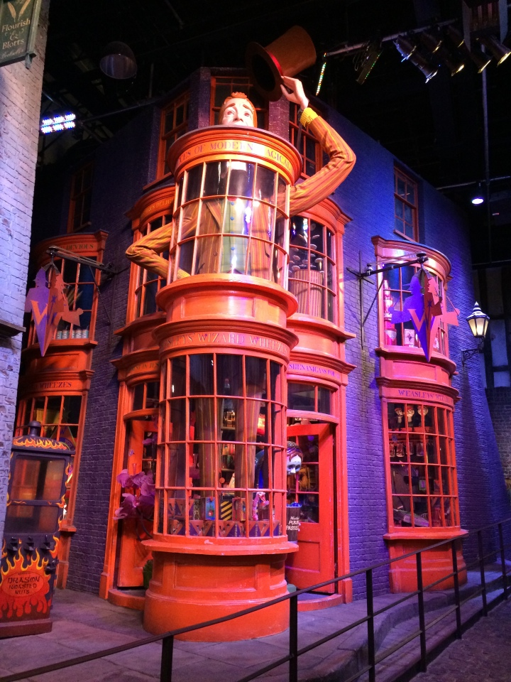 Hogwarts Hangouts - Blonde in Grey (28)