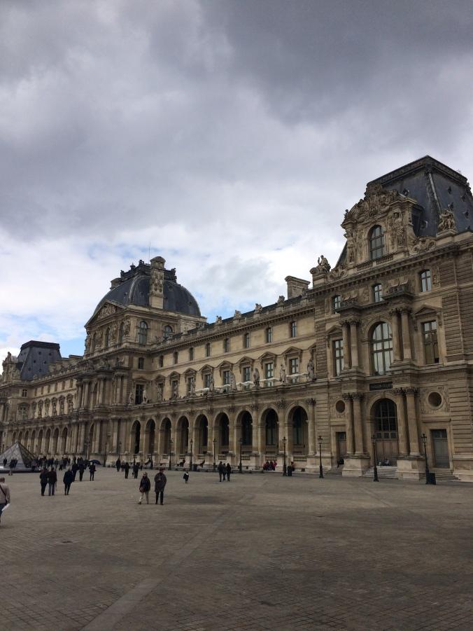 Blonde in Grey - Parisian Wanderings (16)