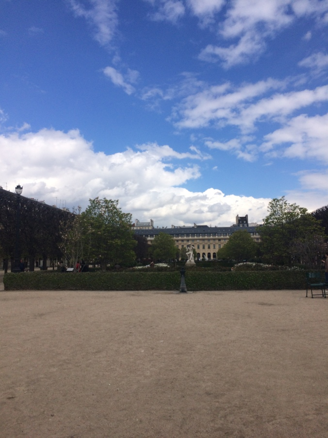 Blonde in Grey - Parisian Wanderings (26)