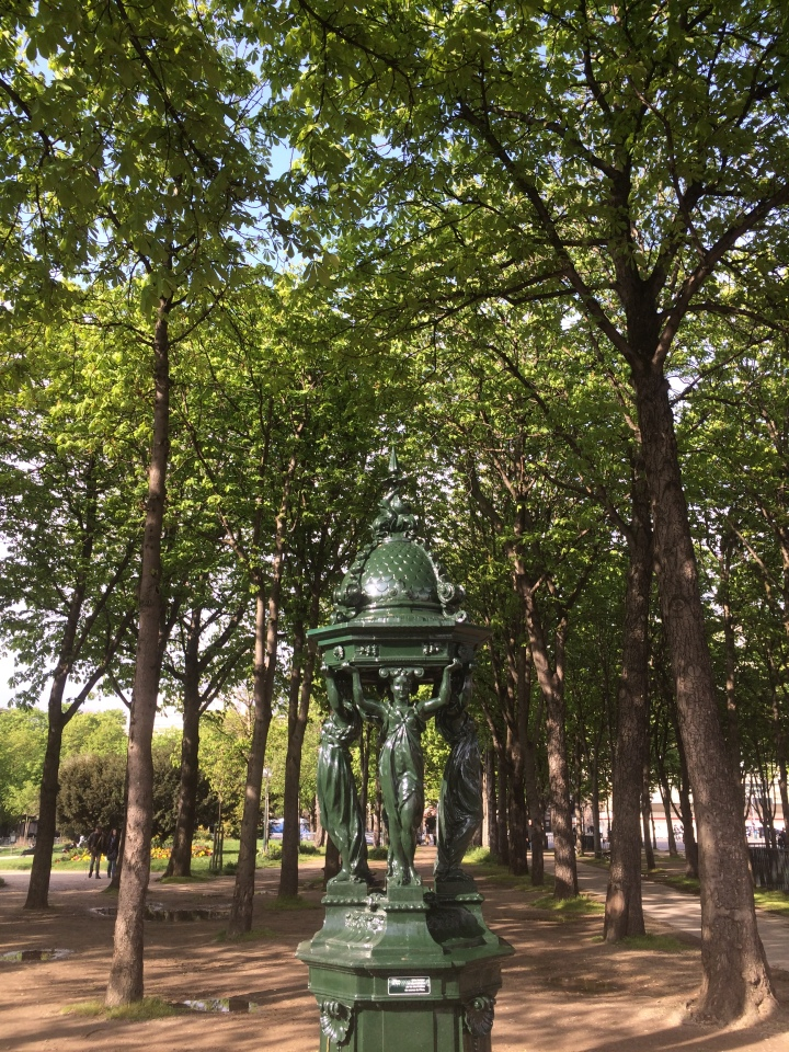 Blonde in Grey - Parisian Wanderings (47)
