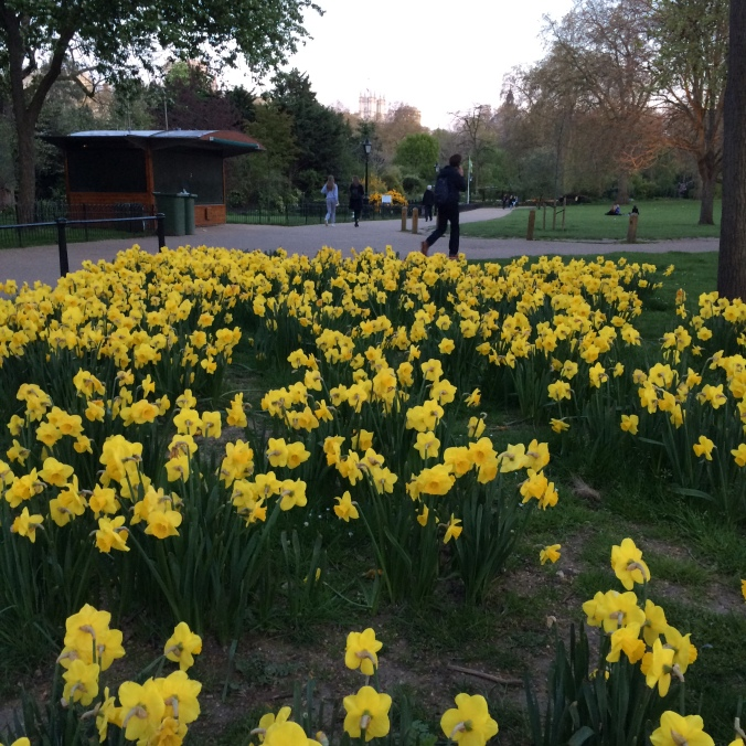 Blonde in Grey - Spring in London (2)