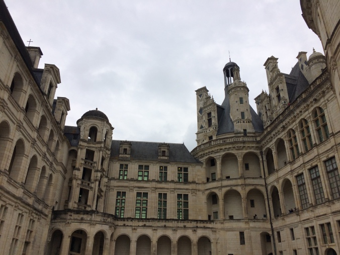 Blonde in Grey - Château de Chambord (6)