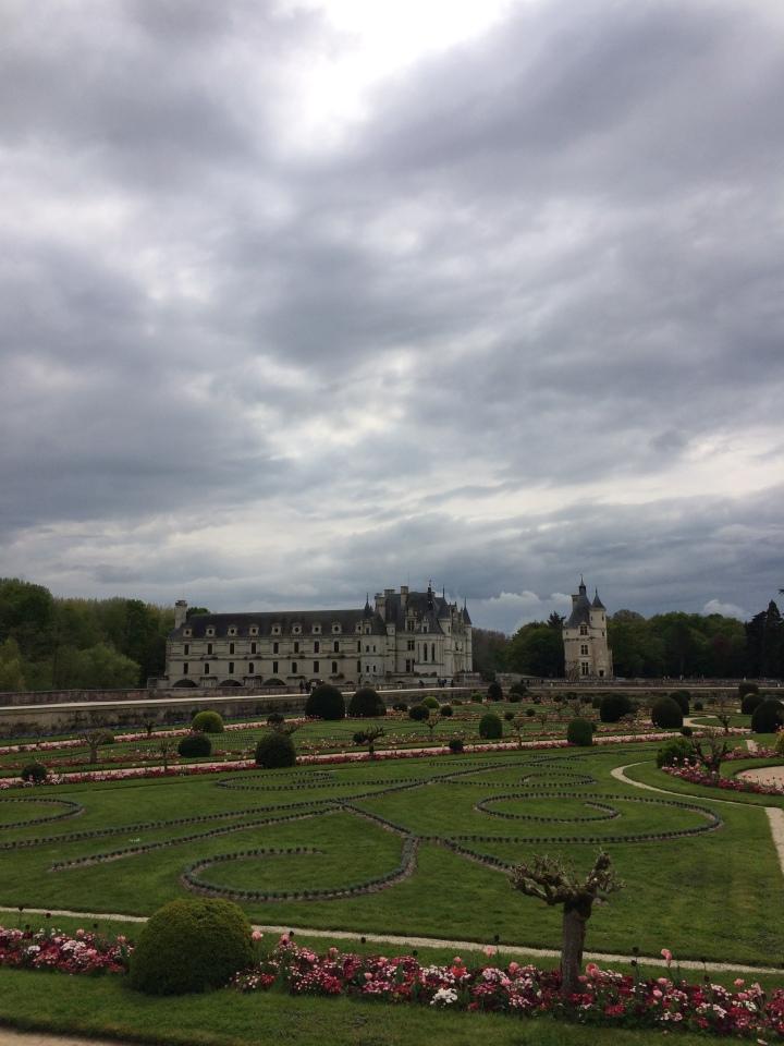 Blonde in Grey - Château de Chenonceau (28)