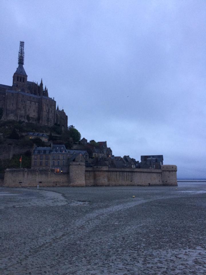 Blonde in Grey - Mont Saint-Michel (33)