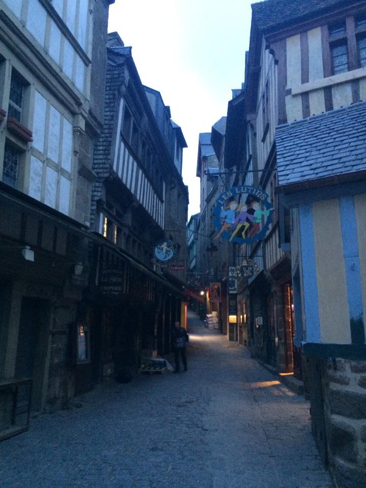 Blonde in Grey - Mont Saint-Michel (36)