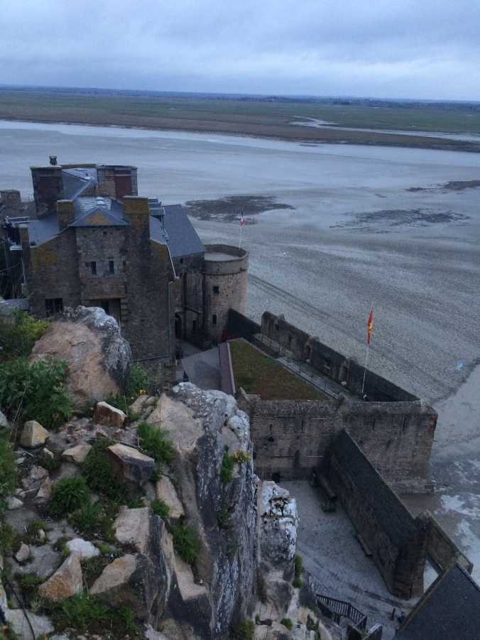 Blonde in Grey - Mont Saint-Michel (44)