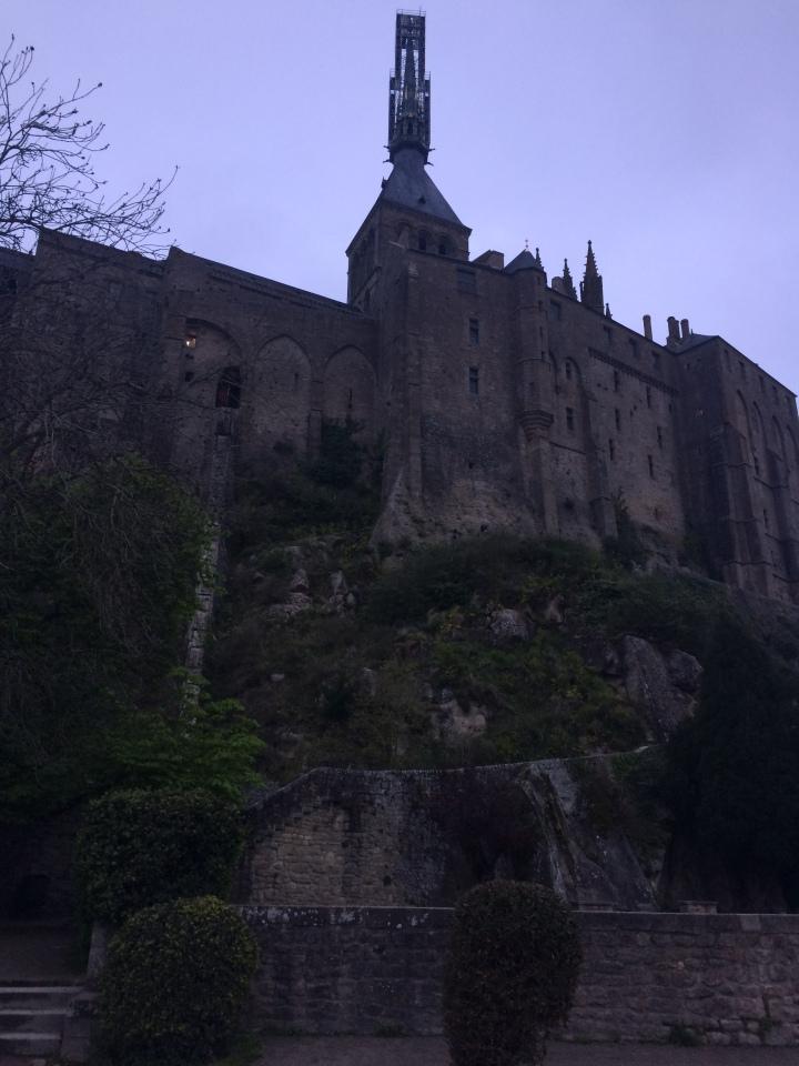 Blonde in Grey - Mont Saint-Michel (45)