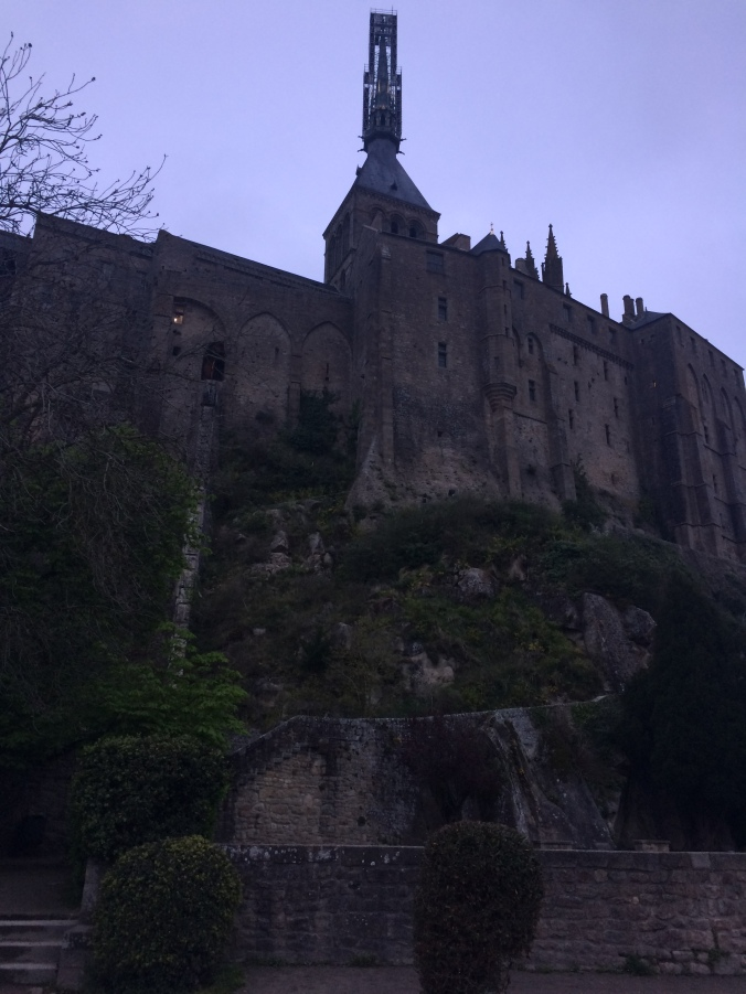 Blonde in Grey - Mont Saint-Michel (45)