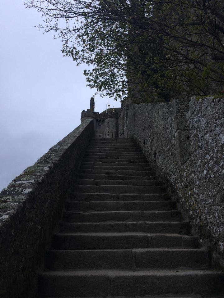 Blonde in Grey - Mont Saint-Michel (49)