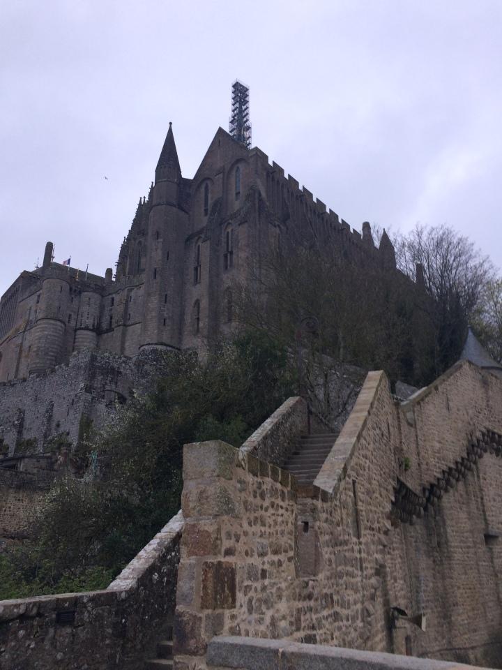 Blonde in Grey - Mont Saint-Michel (50)