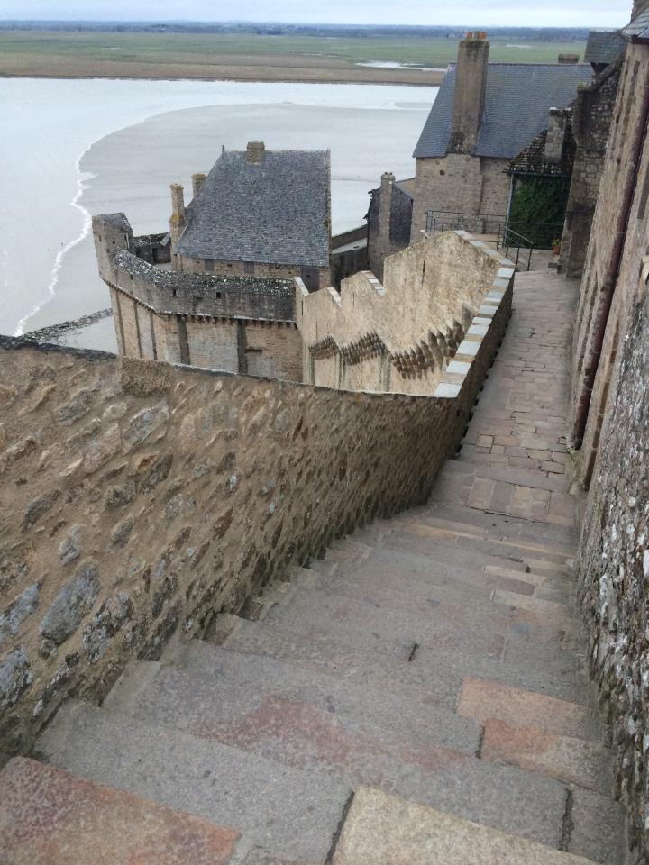 Blonde in Grey - Mont Saint-Michel (51)