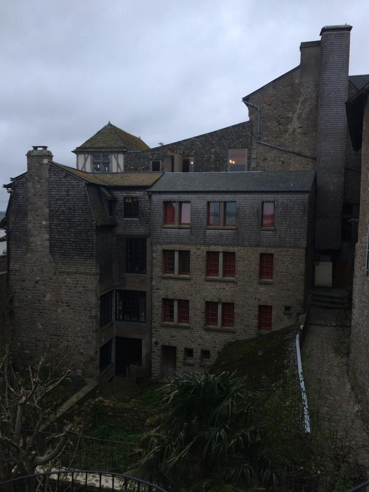 Blonde in Grey - Mont Saint-Michel (52)