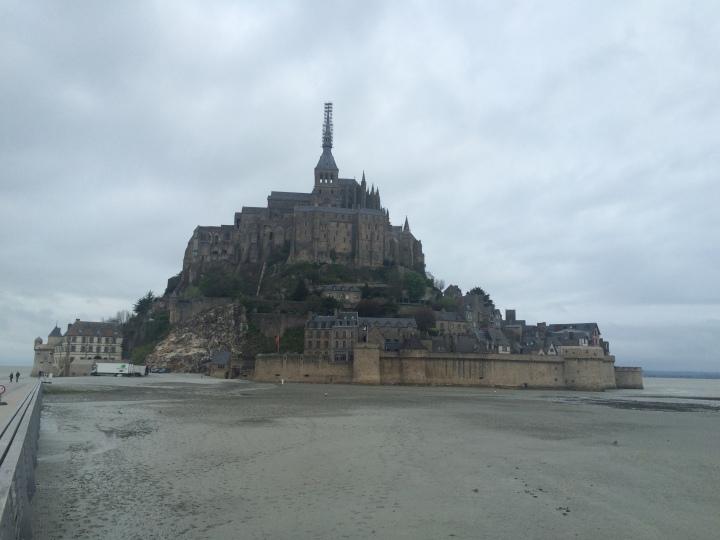 Blonde in Grey - Mont Saint-Michel (64)