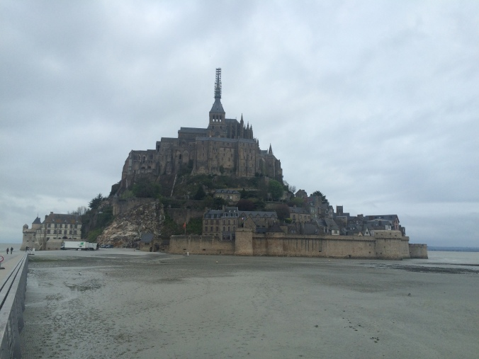 Blonde in Grey - Mont Saint-Michel (64)