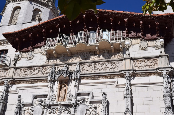 Blonde in Grey - Hearst Castle (20)