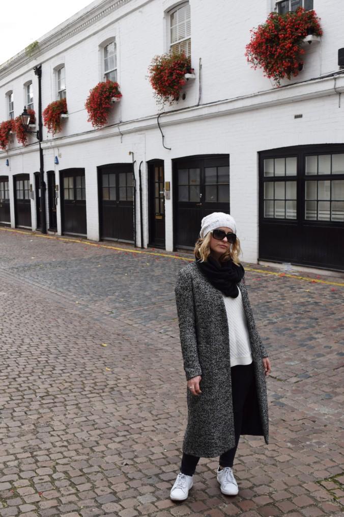 blonde-in-grey-kensington-style-10