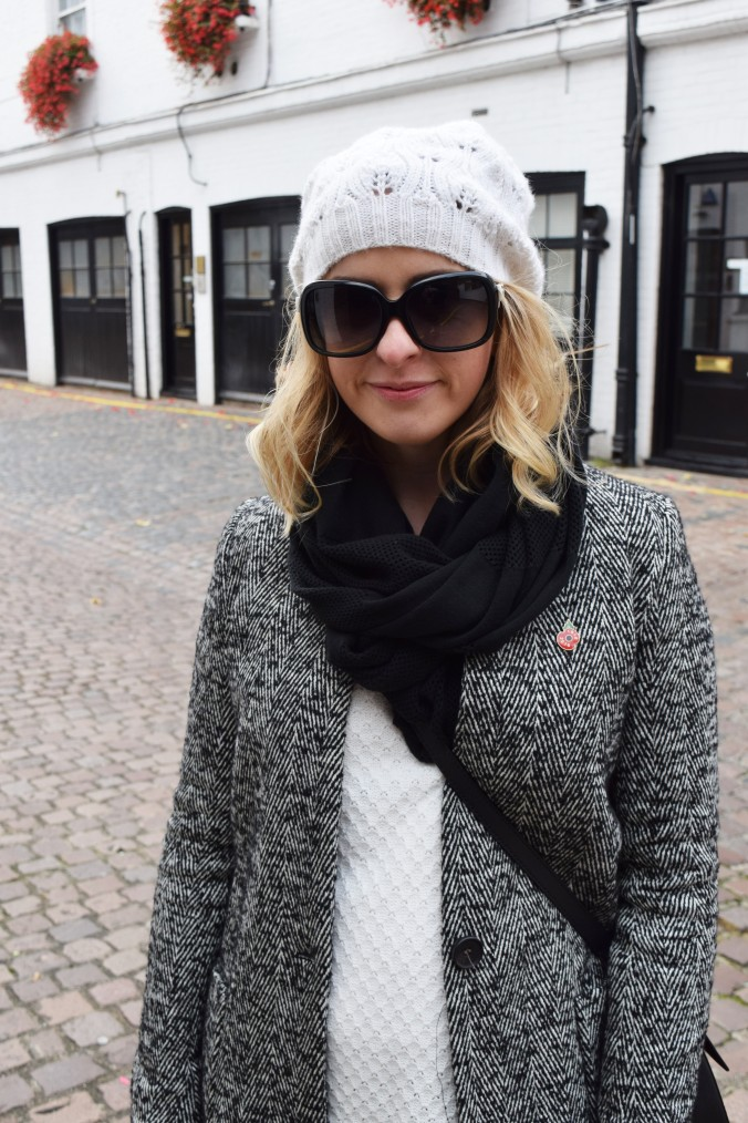 blonde-in-grey-kensington-style-12