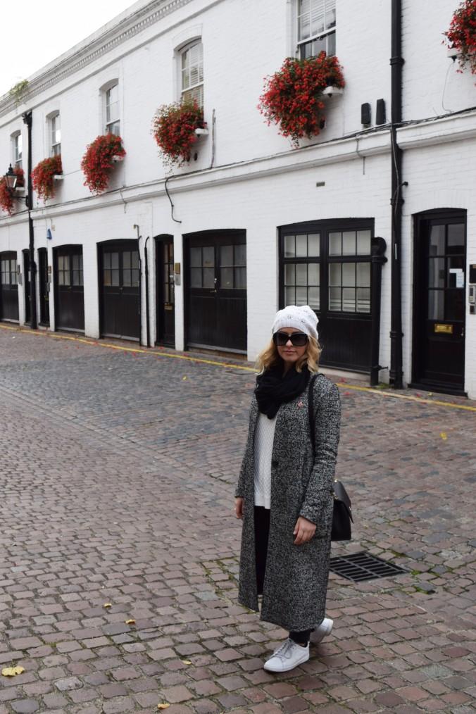 blonde-in-grey-kensington-style-8