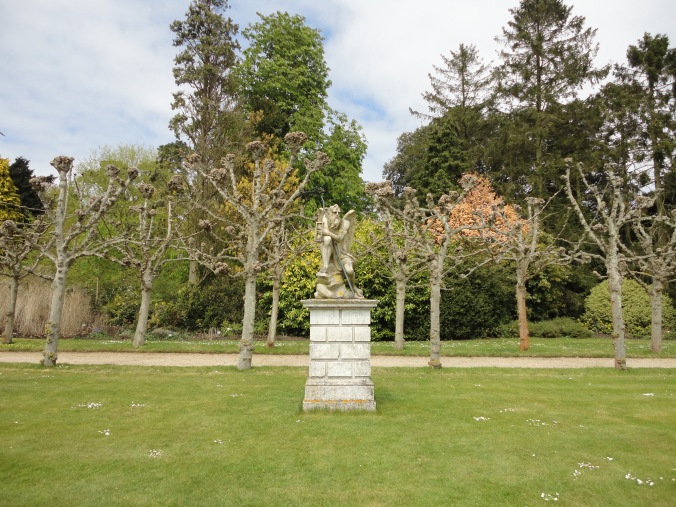 blonde-in-grey-a-day-at-sandringham-14