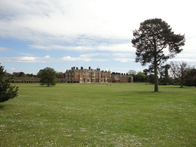 blonde-in-grey-a-day-at-sandringham-15