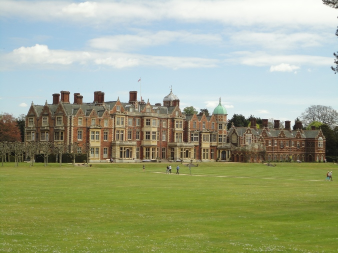 blonde-in-grey-a-day-at-sandringham-16