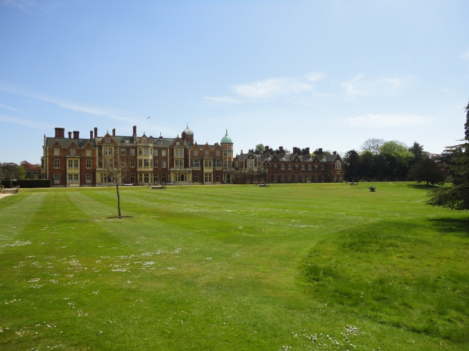 blonde-in-grey-a-day-at-sandringham-2