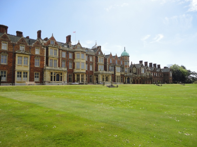 blonde-in-grey-a-day-at-sandringham-3