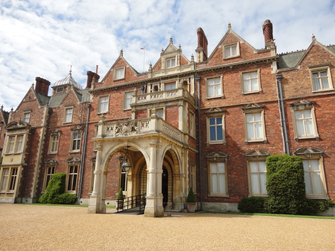 blonde-in-grey-a-day-at-sandringham-6