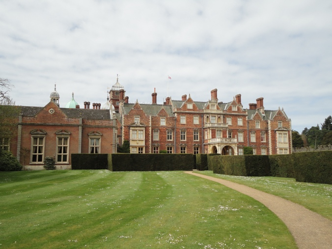 blonde-in-grey-a-day-at-sandringham-8